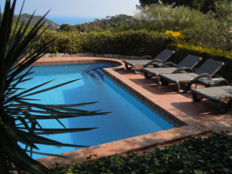 Enjoy the sunny private pool at Villa La Veleta. There are lounge chairs and a sun umbrella.
