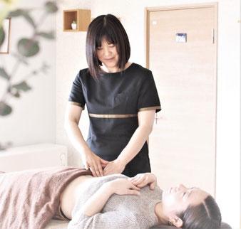 女性専用リラックスサロン心花の心地よい美腸セラピーを体験してください。