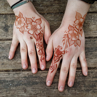 Organic natural mehndi in Devon and Cornwall by henna artist Red Hand Henna