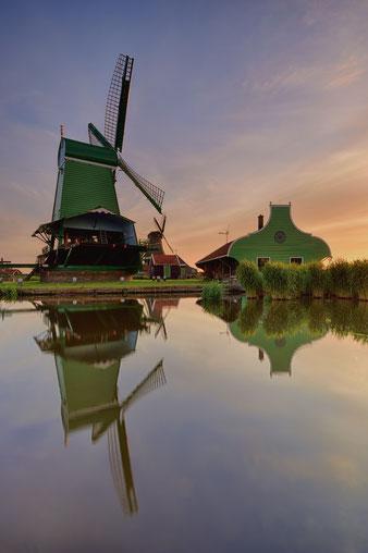 590. Zaanse Schans molens met spiegeling (5413)
