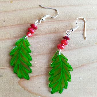 """Boucles d'oreilles chamaniques jeunes feuilles de chêne """"Paroles de chêne"""" avec corail"""