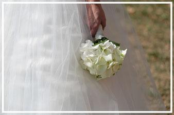Hochzeitsfotograf-Brautstrauß-weiß-Sedlmayr