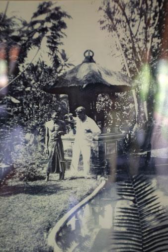 Walter Spies in seinem Garten in Ubud