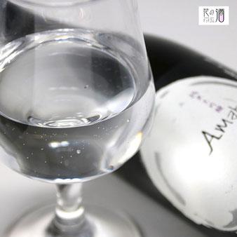 香りが活きるようにラッパ形状のグラスがワイングラスがおすすめ