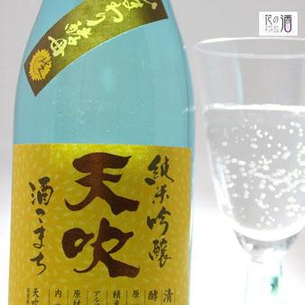 酒の温度が上がらないようコンパクトで縦型グラスがおすすめ
