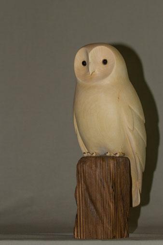Oiseau en bois sculpté représentant une chouette hulotte