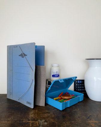 プラスチック製の収納ボックスです。4サイズの箱が入れ子でセットになっています。蓋付きボックス 小物ケース 収納ケース 文房具 裁縫道具 趣味の道具 手芸用品 通帳 印鑑 ハガキ 洗面道具 化粧品 アクセサリー ペンコ Penco ハイタイド HIGHTIDE カラフル レトロ シンプル 外国製 デルフォニクス スミス インテリア おしゃれ 可愛い 人気 おすすめ デザイン ブランド 通販