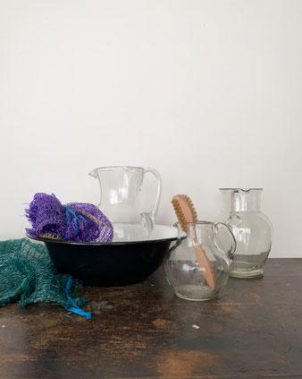 手吹きガラスの水差し。東ヨーロッパとイタリアで作られたコレクションです。温かみのあるガラス。ピッチャーとして水を注ぐ。フラワーベースとして花を生ける。インテリアとして飾る。手作りの古いモノには特別な雰囲気が宿ります。花器  花瓶 All'origine オールオリジン アンティーク シンプル アート ハンドメイド 1点もの おしゃれ 可愛い おすすめ デザイン ブランド プレゼント