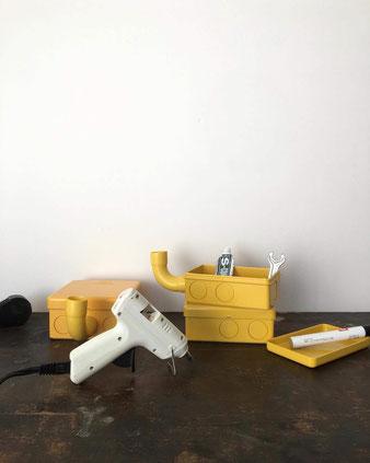 黄色いプラスチックの箱(正方形)
