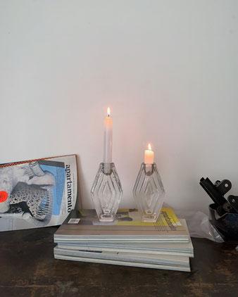 ガラスのブロックのようなソリッドなキャンドルホルダー。オランダのインテリアショップBRÛT(ブリュット)の新しいろうそく立てです。「アムステルダムスクール」から着想を得ています。キャンドルスタンド  蝋燭立て ロウソク立て 食卓 仏壇 祭壇 クリスマス クラシック ヴィンテージ レトロ クリア 透明 ヨーロッパ おしゃれ かわいい 人気 おすすめ デザイン ブランド プレゼント ラッピング 通販