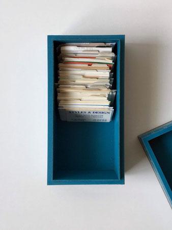 青いヴィンテージの木箱
