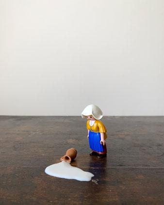 オランダ国立美術館のミュージアムショップで見つけたプレイモビル。これは、フェルメールの絵画「ミルクメイド(牛乳を注ぐ女)」がモチーフです。Playmobile 5067 フィギュア 名画 コレクション 収集 飾り ディスプレイ 人形 プラスチック カラフル ドイツ マルタ グラフィカル 明快な色 原色 おしゃれ かわいい 人気 おすすめ デザイン ブランド プレゼント ラッピング 海外 輸入品