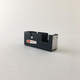 スチール製のテープディスペンサー。テープカッター セロテープ台 切り貼り 貼り付け 梱包 ラッピング マスキングテープ ペンコ Penco ハイタイド HIGHTIDE インダストリアル 事務所 工業製品 無骨 鉄 アイアン 重厚 シンプル 外国製 デルフォニクス スミス インテリア おしゃれ 可愛い 人気 おすすめ デザイン ブランド 通販 ハンマーストーン仕上げ 業務用 コンパクト