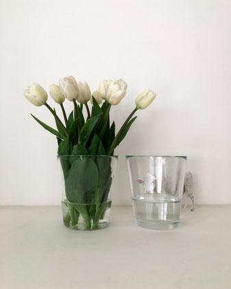 透明なガラスのフラワーベース。コップのようなスッキリした形。花瓶 花器 花びん 花 生ける ドライフラワー 活ける 飾る 玄関 テーブル 机 たくさん ボリューム たっぷり 円錐形 丸 円形 円 丸い グラス クリア ポーランド ヨーロッパ 外国 輸入 海外 シンプル ミニマル ミニマム かっこいい インテリア おしゃれ かわいい 人気 おすすめ デザイン ブランド プレゼント ラッピング 通販