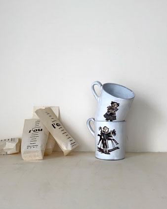 パリで作られた芸術作品のようなマグカップ。白い釉薬が透けて感じられます。古い図鑑に出てくるようなタッチの男のコのイラストレーションも魅力的です。食器 コレクション 飾る ディスプレイ CARRON Astier de Vilatte アスティエ・ド・ヴィラット キャロン 大きめ 軽い シンプル 高級 繊細 ゴシック おしゃれ かわいい 人気 おすすめ デザイン ブランド プレゼント 通販