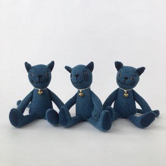 藍色の猫のぬいぐるみ|Indigo Dyed Cat Stuffed Toy
