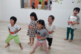 全力でごっこ遊び、表現遊び、笑顔がはじけます。