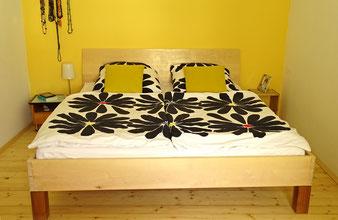 Doppelbett aus Holz