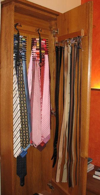 Krawattenschrank