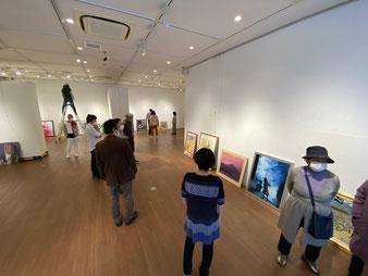 第52回白日会神奈川支部展、飾りつけのようす