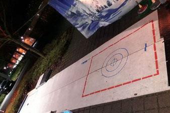 Spiele auf der Weihnachtsfeier in der Firma ist Eisstockschießen und unsere Weihnachtsolympiade