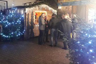Mobiler Glühweinstand mieten anlässlich der Firmenweihnachtsfeier auf dem Weihnachtsmarkt in der Firma