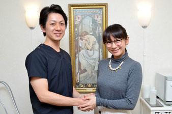 男性リンパセラピスト安達と時東ぁみさんの写真