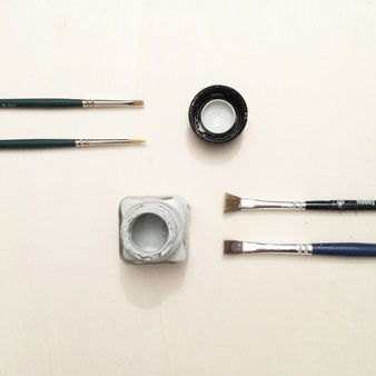 Pinsel und Acrylfarbe