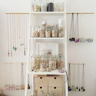 Holzperlen und Holzketten