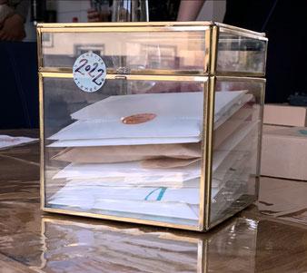 Versiegelte Briefe die 2022 geöffnet werden