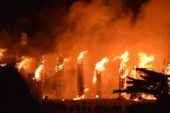 勇壮な火祭り松明あかしは須賀川市のシンボル