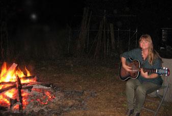 guitariste-chanteuse de ses propres compositions