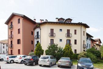 Questo condominio ha il perimetro molto irregolare e l'utilizzo delle impalcature si rivelava piuttosto scomodo.