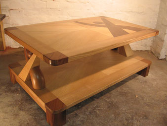 Meuble bois, table basse en frêne et noyer. CCL ébéniste