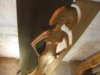 Détail sculpture en contre plongée.CCL ébéniste
