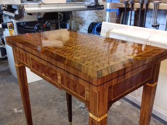 table restaurée , vernis tampon. CCL ébéniste
