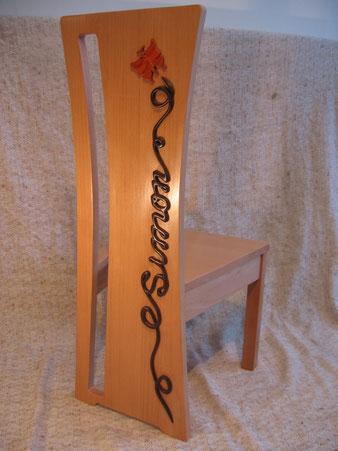 Chaise personnalisée enfant, en bois de hêtre,wengé.CCL ébéniste