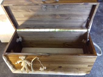 coffre personnalisé en bois ouvert; CCL ébéniste