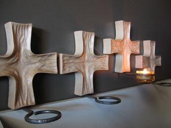 Ensemble de croix pour chaque pilier de la chapelle.CCL ébéniste
