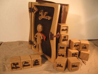 Coffre personnalisé en bois et ses cubes.CCL ébéniste