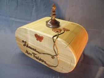 Coffre à bijoux bois personnalisé, en erable,noyer et bois de rose. CCL ébéniste