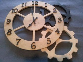 Horloge en chêne; diamètre380mm,CCL ébéniste
