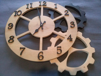 deco bois ,Horloge en chêne; diamètre380mm,CCL ébéniste