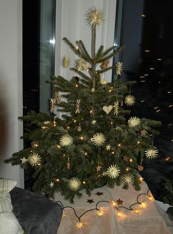weihnachtsbaum strohsterne anke strohsterne. Black Bedroom Furniture Sets. Home Design Ideas
