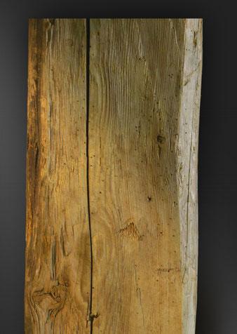 Detalle viga antigua tallada a mano reciclada