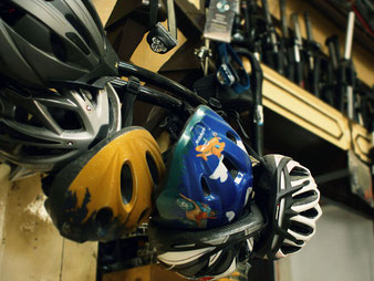 Gebrauchte Fahrradhelme für Radler mit Köpchen