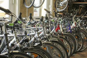 Immer auf Lager: reichlich gebrauchte Fahrräder zu fairen Preisen
