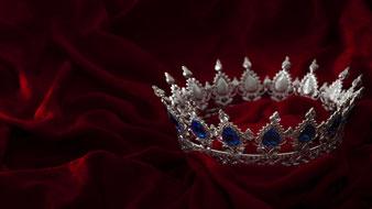 Bereit für dieses Abenteuer? You are the Queen of the World