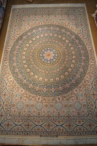 ESFAHAN パルデサイズ約250x150 silkがたくさん使われている美しい天井モザイク柄です。