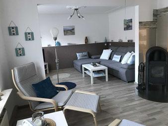Ferienhaus Siems-Müller Bad Zwischenahn - Wohnzimmer mit Kaminofen
